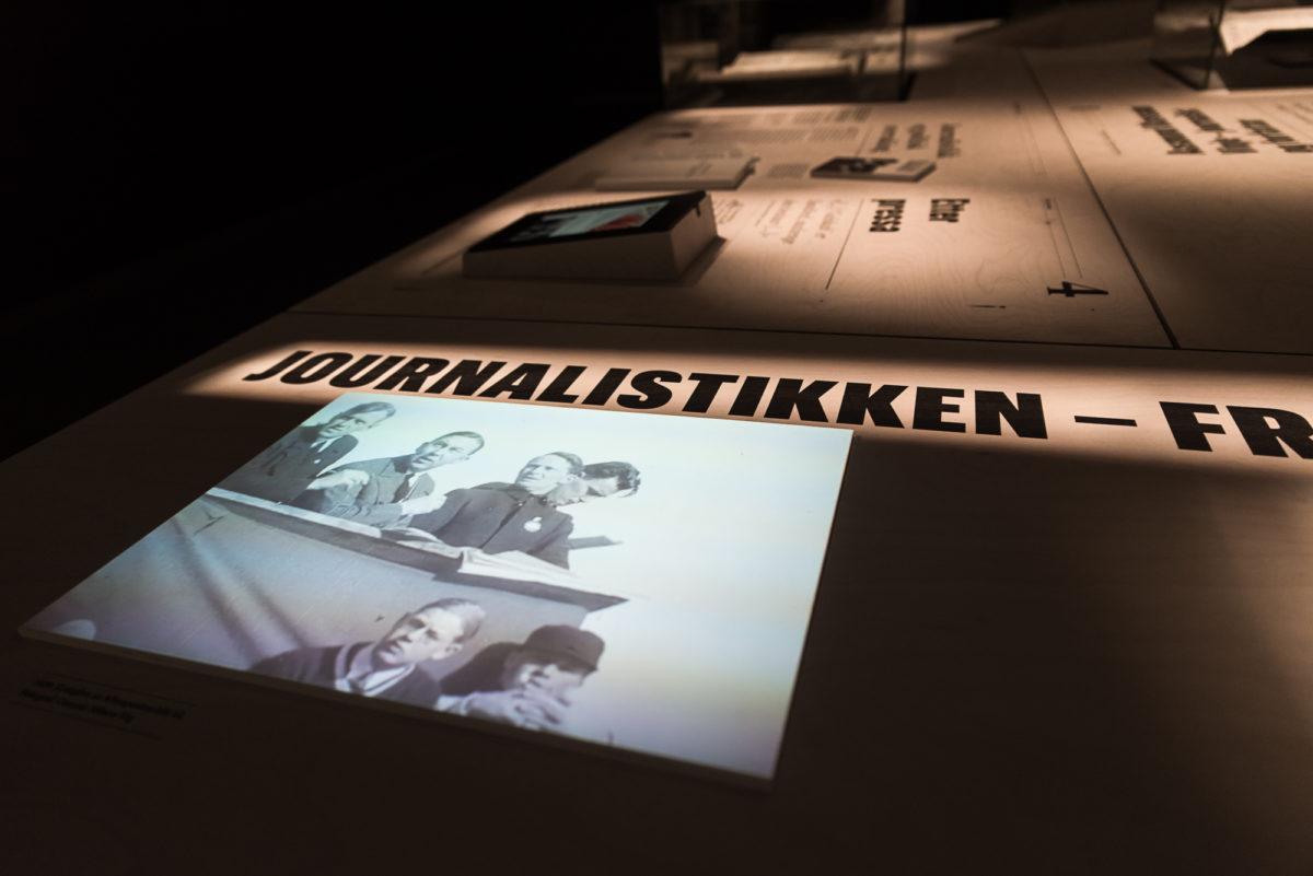 Bilde fra utstilling. Trykk på finer og video