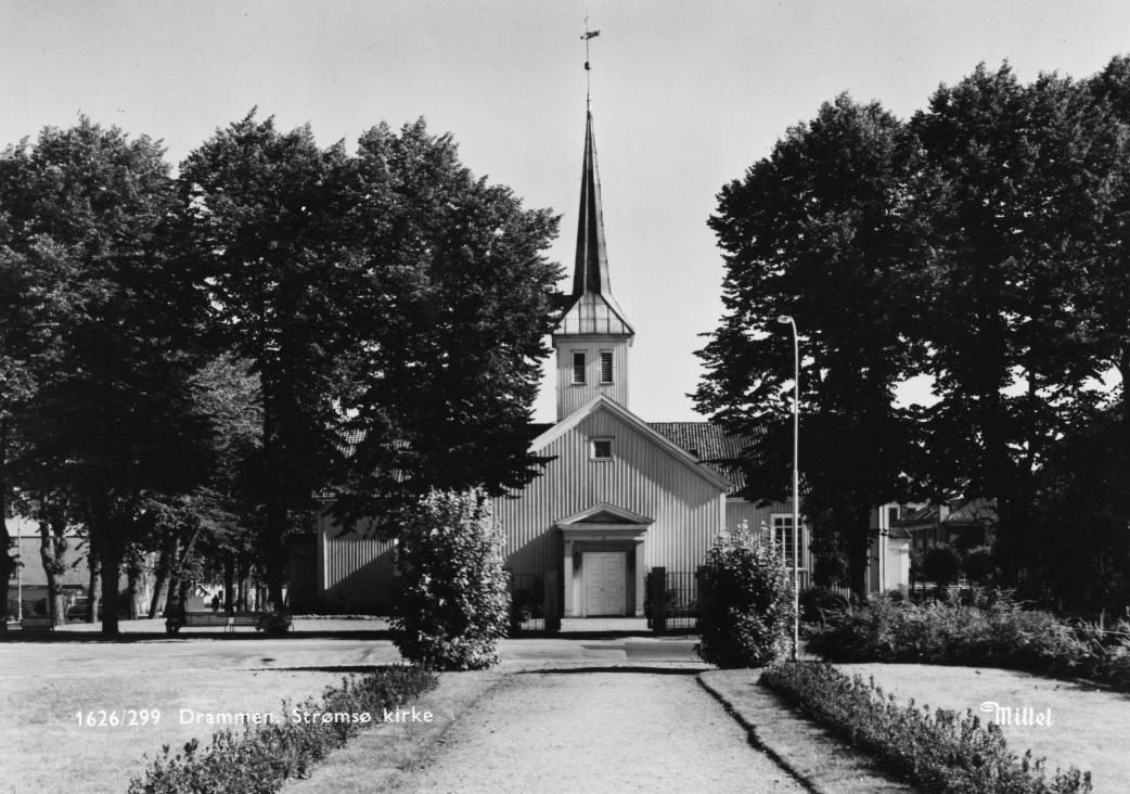Strømsø kirke i Drammen. Tatt ca. 1900.