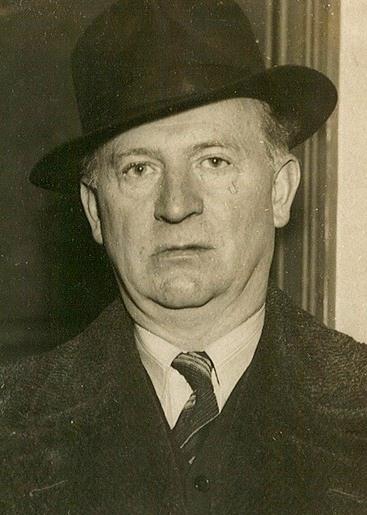 Portrett, mann med hatt.