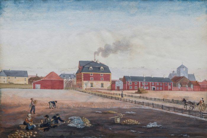 Rød bygning, maleri, mennesker i arbeid på markene i forgrunnen