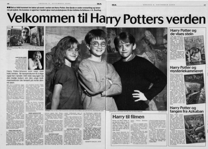 Dobbeltside i avis. Bilde av skuespillerne som spiller hovedrollene i Harry Potter-filmene i midten.