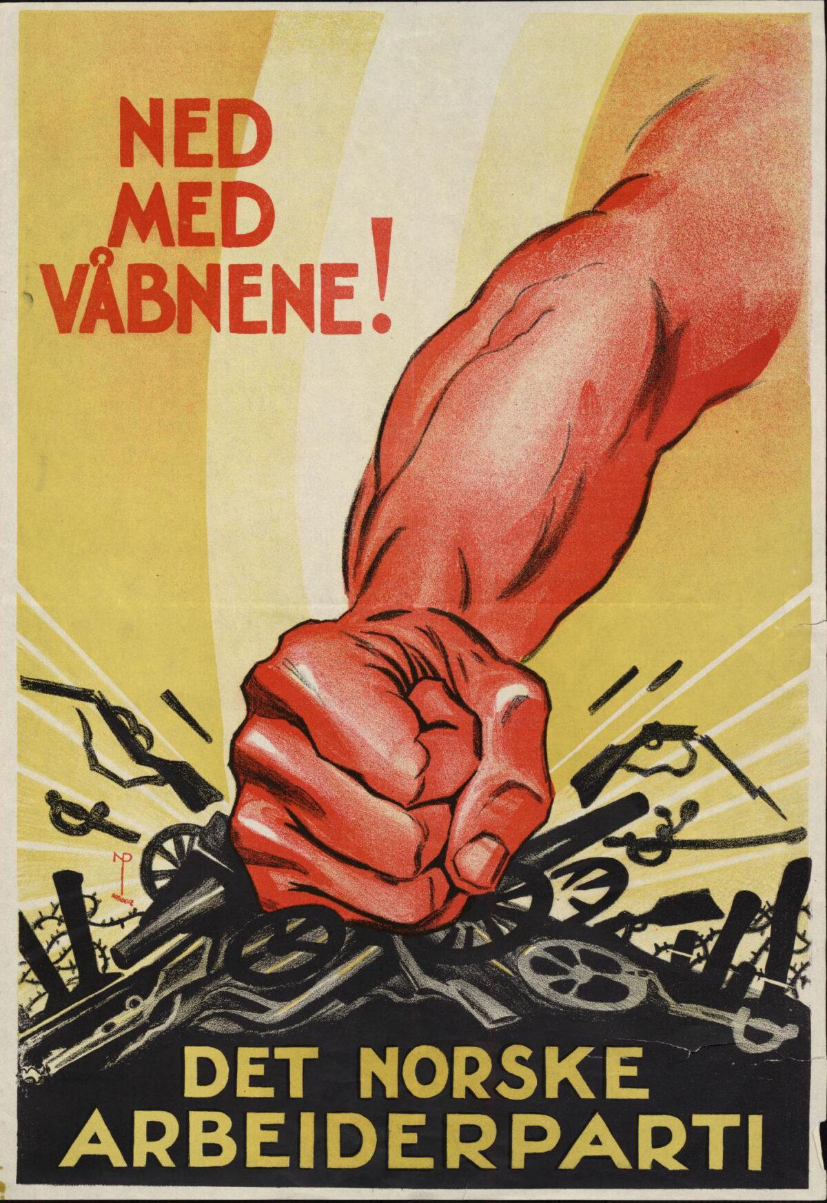Plakat for Det norske arbeiderparti - Illustrasjon av knyttneve som knuser kanoner og gevær - Tekst: Ned med våbnene!