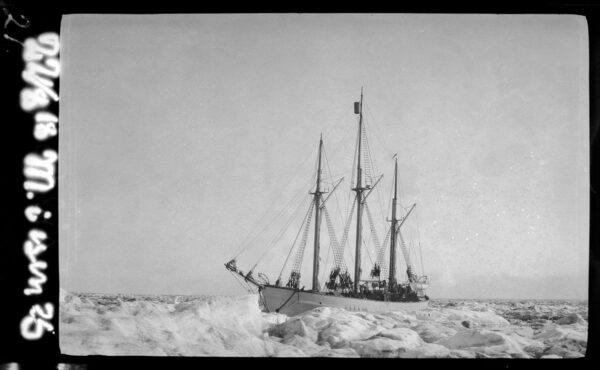 «Maud» i isen, 1918