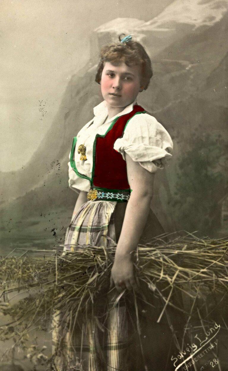 Kvinne i nasjonaldrakt, ca. 1909