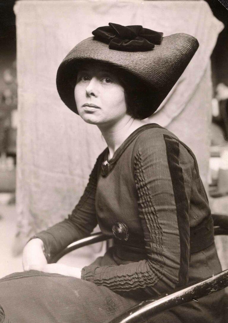 Cora Sandel, 1911