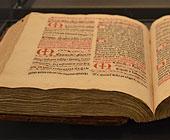 oversiktsbilde fra utstillingen - Norges f�rste trykte bok: Missale Nidrosiense